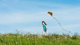 girl_running_with_kite